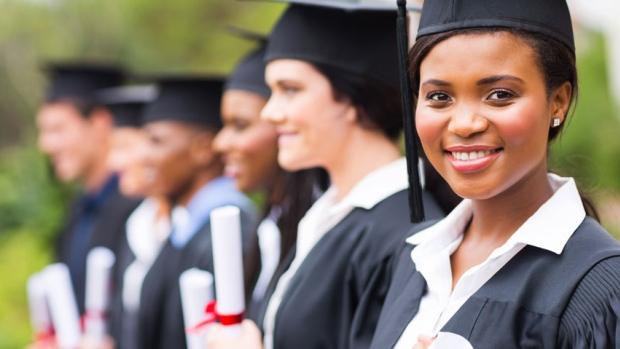 graduates-cost-of-college Pathway:  Qual o nível de inglês para fazer um College no Canadá? Pathway:  Qual o nível de inglês para fazer um College no Canadá? graduates cost of college
