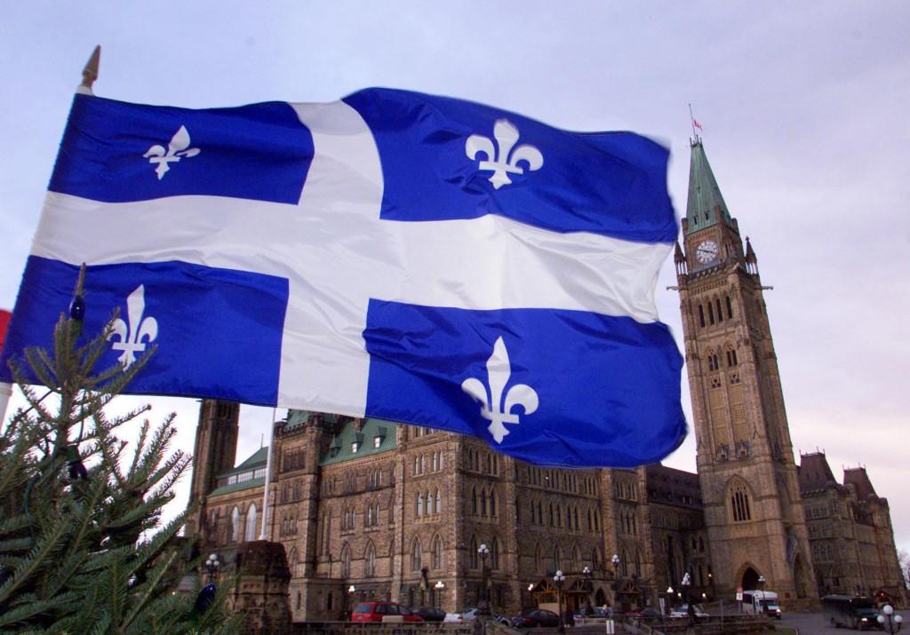 QC-flag  Salário mínimo do Quebec sobe para $ 10,75 a partir de maio e divide opiniões QC flag