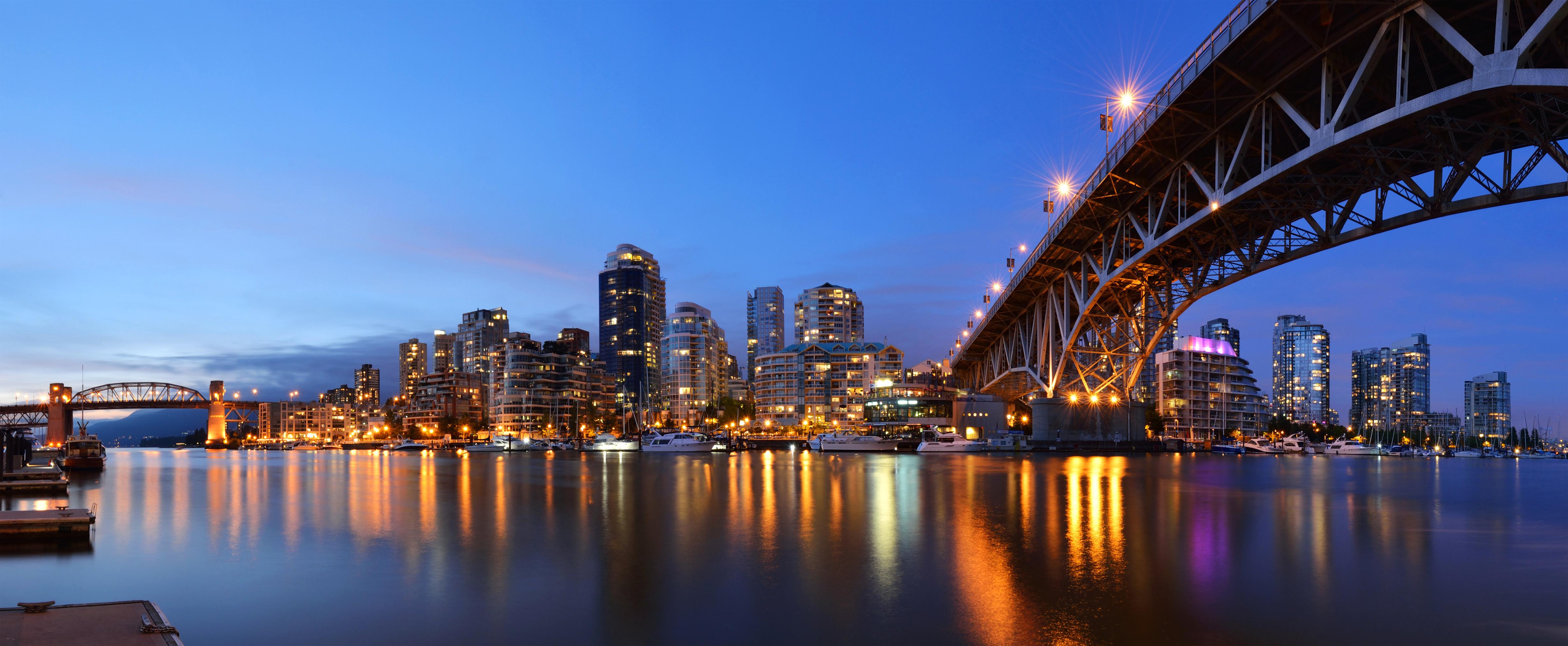 Granville Bridge and Downtown Vancouver  As 10 melhores cidades para se encontrar emprego no Canadá original 1 1