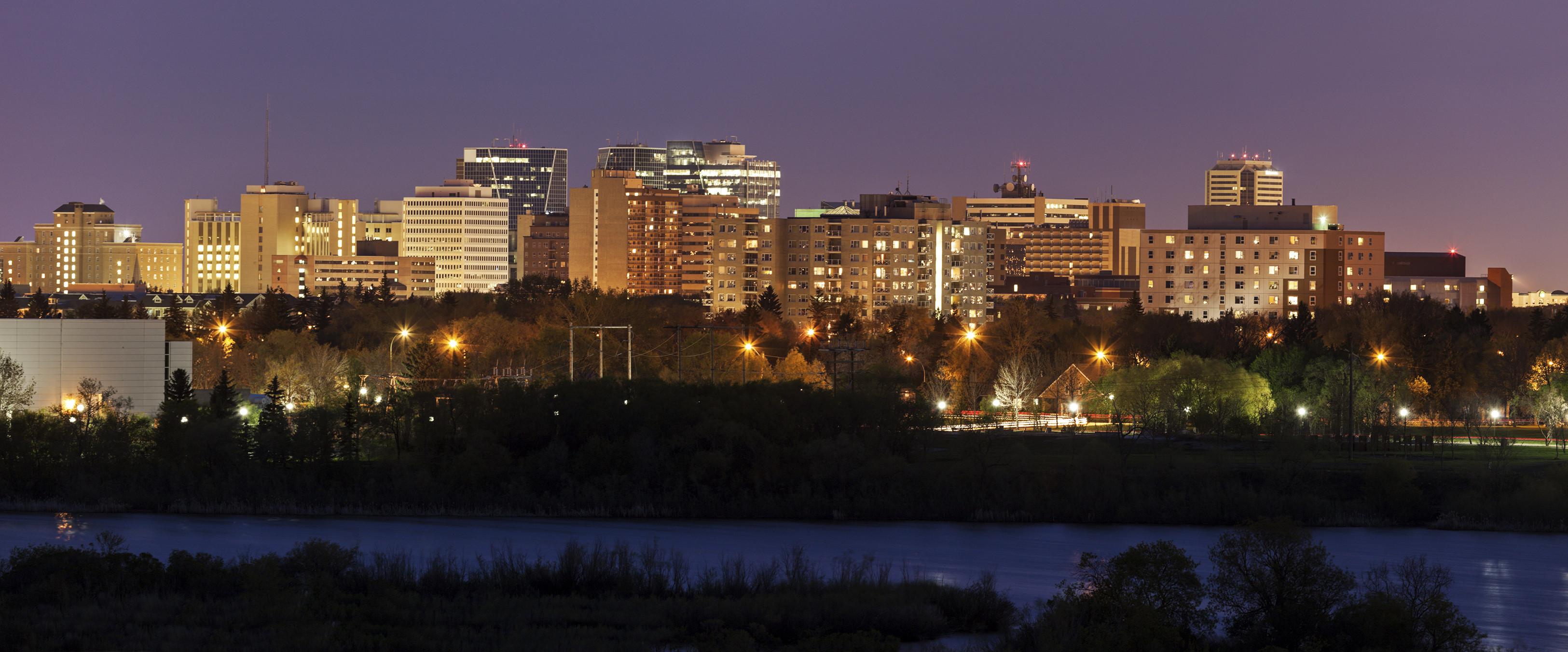 Skyline of Regina, Saskatchewan  As 10 melhores cidades para se encontrar emprego no Canadá original 1