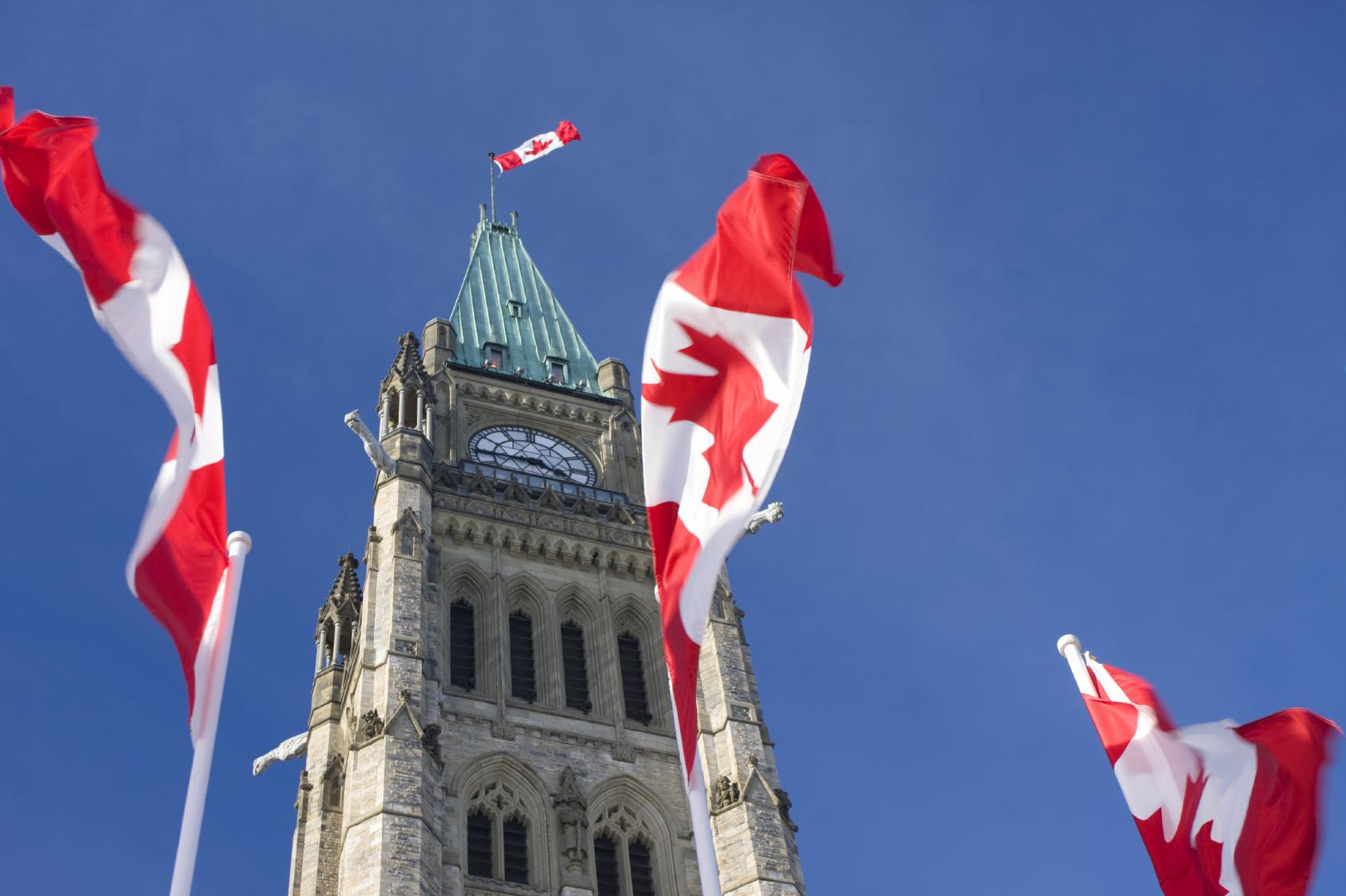 canadianflag018  Express Entry : Janeiro de 2016 bate o recorde de convites emitidos para Residência Permanente em um único mês canadianflag018
