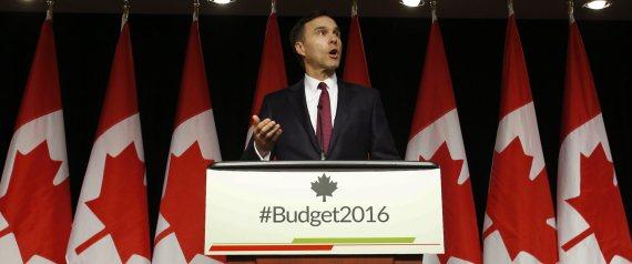 Bill Morneau  Orçamento Canadense 2016: Grande Déficit para investir na classe média e infra-estrutura n BILL MORNEAU FEDERAL BUDGET large570 1