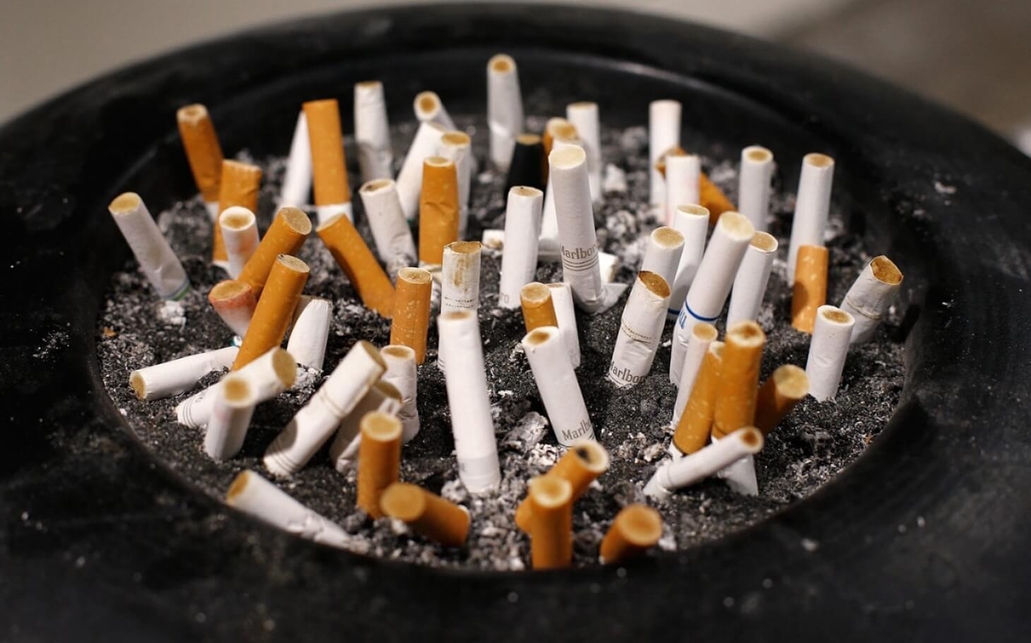 headlineImage.adapt_.1460.high_.Smoking_HUD_111215.1447351765657  Lei contra o fumo em Quebec:  Já não se pode fumar em terraços de bares e restaurantes headlineImage