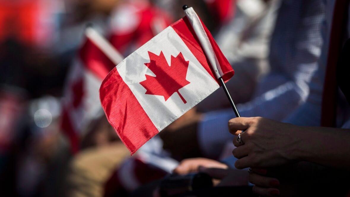 Novas regras para a Cidadania Canadense entram em vigor hockey citizenship ceremony 20160920